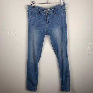 Holister jeans size 28